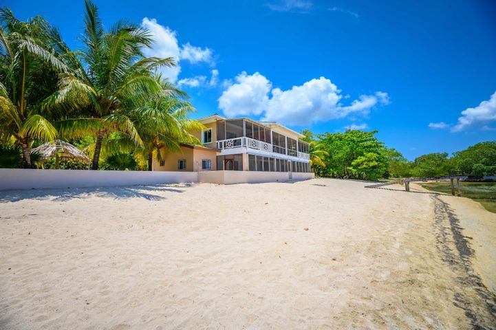 Home with Dock, East Sandy Bay, White Sand Beach, Ocean Front, Roatan,