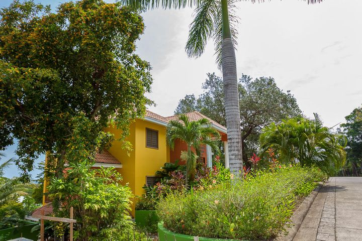 on a Double Lot, Lots 86 & 90, Sea View Lawson Rock Home, Roatan,