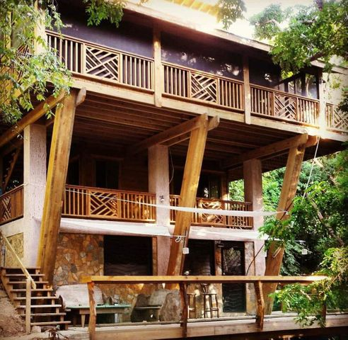 The Banks, Casa Pasola, Roatan,