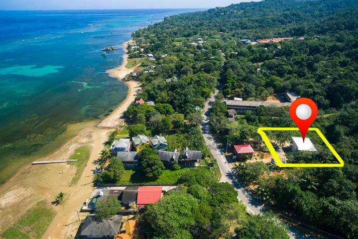 Main road Sandy Bay, Whale Tail condo 1&2, Roatan,