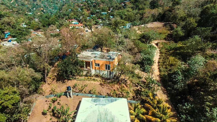2 Bedroom 2 Bath, on .26 Acre, Sandy Bay Home, Roatan,