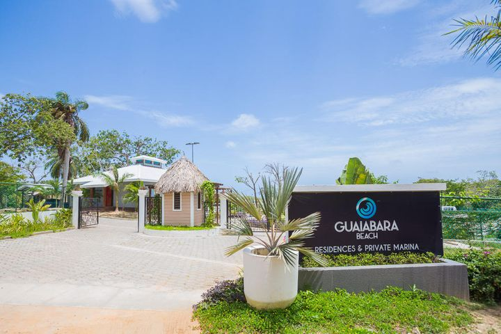 Welcome to Guaiabara Beach, a prestigious seaside community in Big Bight, just minutes away from French Harbour.