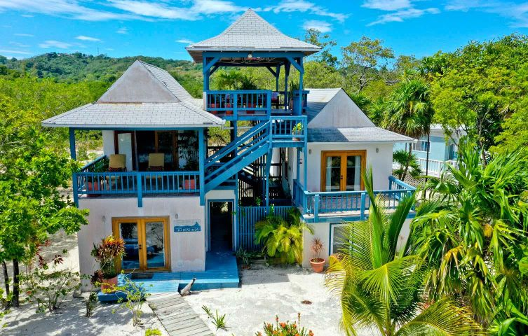 POINT- 100' FROM THE SEA, 3 BDRM ON THE BEACH AT MILTON, Roatan,