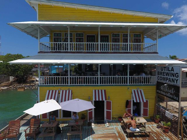 2 cafes, one brewery & 2 apts, 6 Income Streams Oceanfront, Utila,