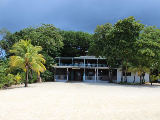7bed/6bath Home+Apartments, Beachfront Home in Sandy Bay, Roatan,