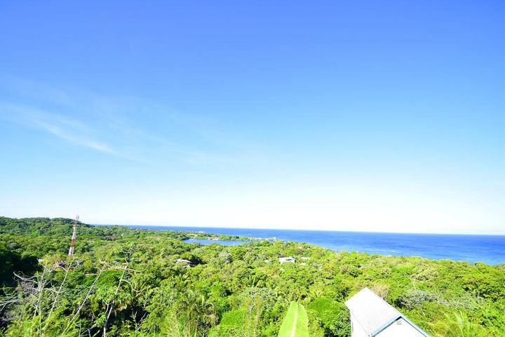 Sandy Bay Blue Ocean & Green Hill Views, 3Br 3Ba Home with Exquisite, Roatan,
