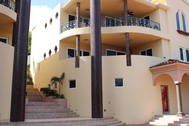 MFV 2-D Parrot Tree Plantation, Marina Front Villa 2-D, Roatan,