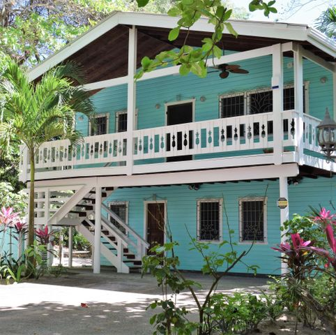 Santosha Beach House, Roatan,