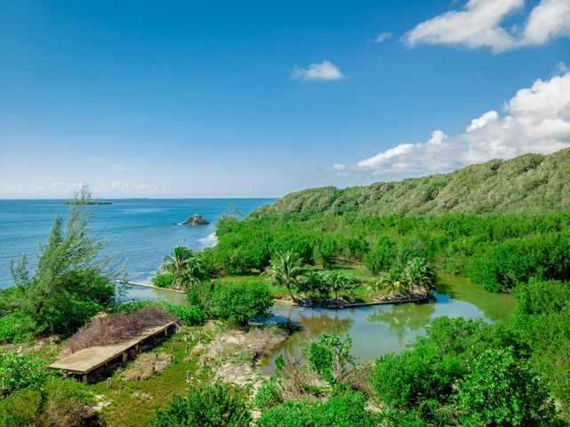 1374 feet of Water-Front, 8.901 acres with approximately, Guanaja,