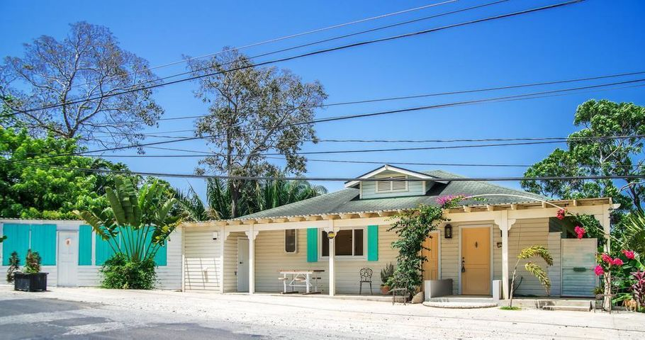 6 bd 6 ba Home plus rentals, Calypso Cottage in West End, Roatan,