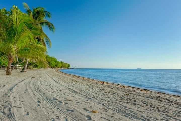 West Bay, Beachfront Lot in, Roatan,