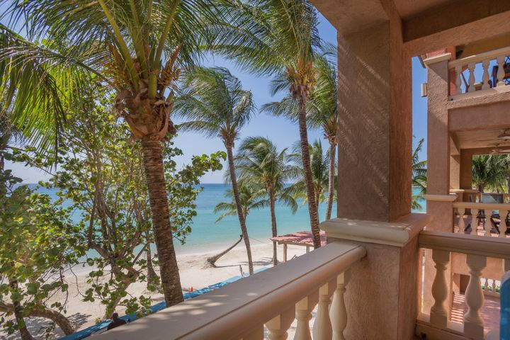Beachfront Condo, West Bay, Roatan,