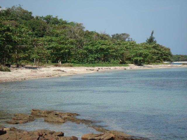 Crawfish Rock, 5.5 Acre Beach Front, Roatan,