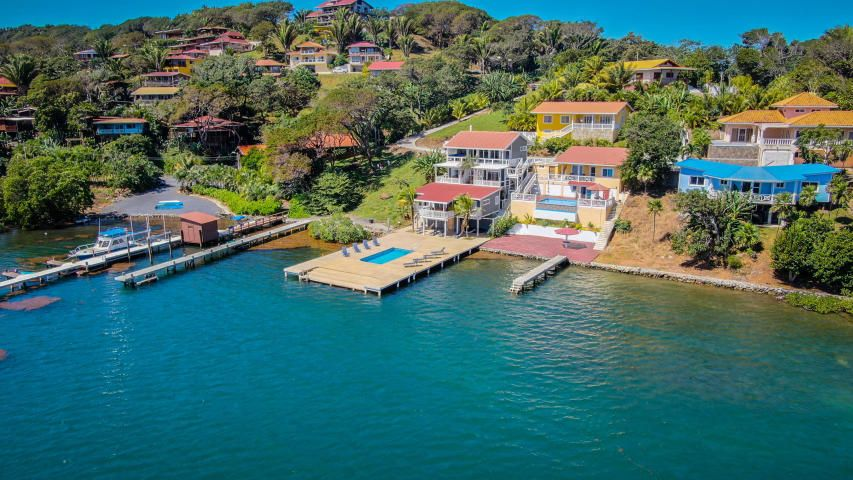 Dock deck with a built-in pool, Oceanfront 5 bedrooms 6 Bath, Roatan,