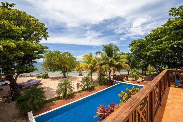 Camp Bay Beach, Beachfront Villa Four Bedroom, Roatan,