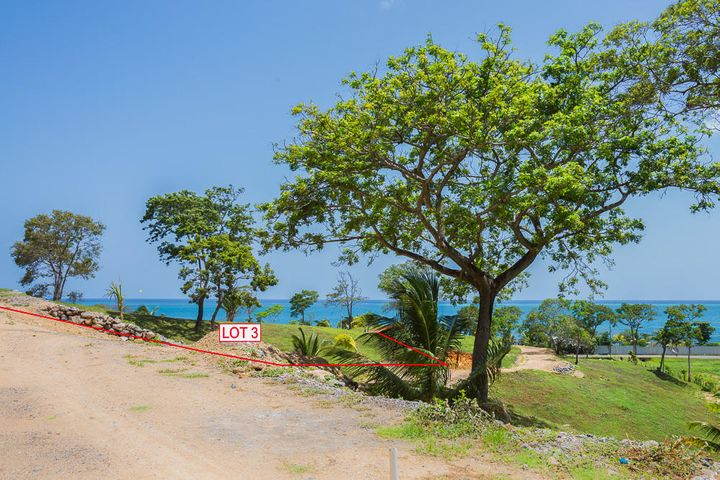 Ocean view lot 3 in Pangea Beach