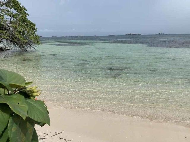 Motivated Seller 750 ft beach, Pine Point Paradise 3.8 acres, Utila,