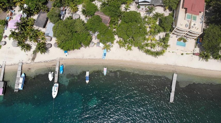 Just a short walk to the beach, Homesite in West End, Roatan,