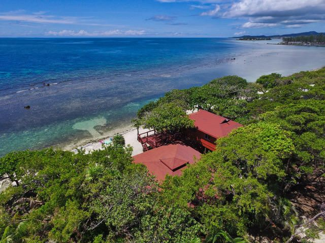 CocoView Beachfront Home, Roatan,