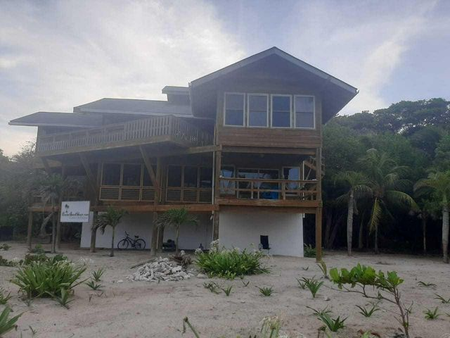Beachfront Beach House, The Brick Bay, Roatan,