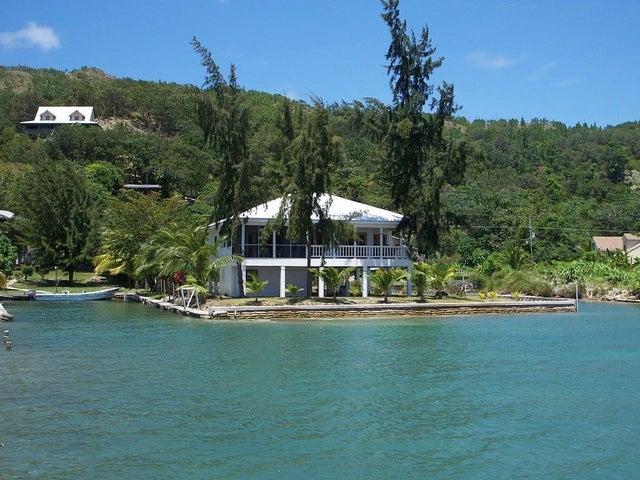Sandy Bay, el Bight, Waterfront Home 2 bed 2 bath, Guanaja,