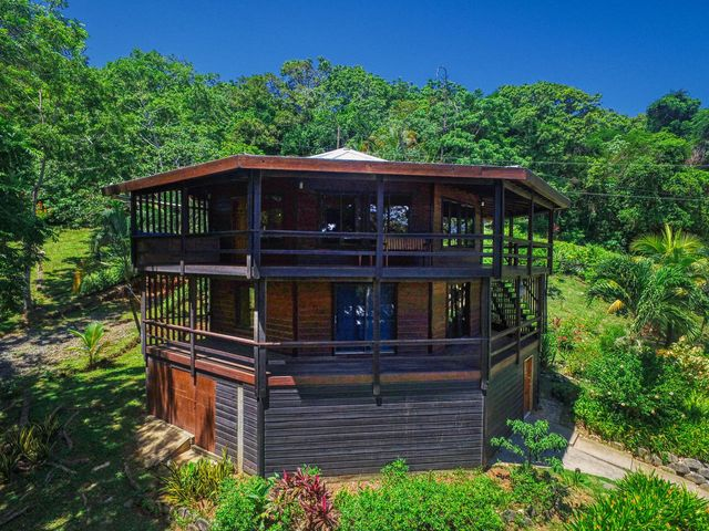 Punta Blanca Island View Home, Great Views & Breeze, Roatan,