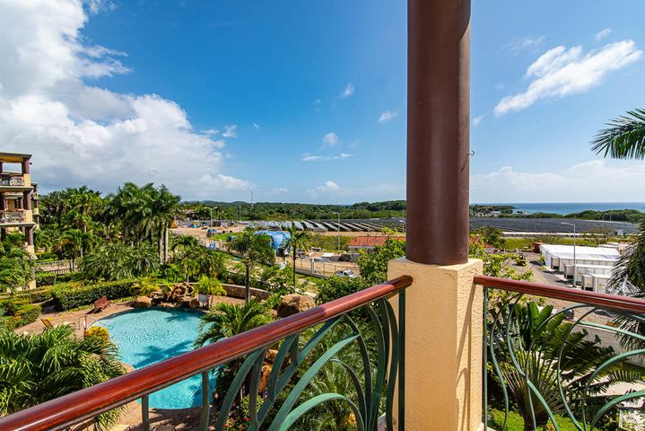 132 Pineapple Villas, Condo Living w/ Caribbean View, Roatan,