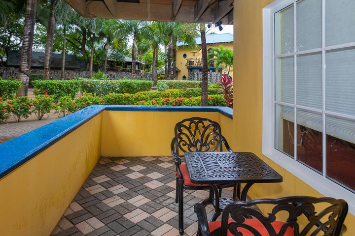 Welcome to the Lionfish Studio Condo, located on the ground floor over looking the gardens