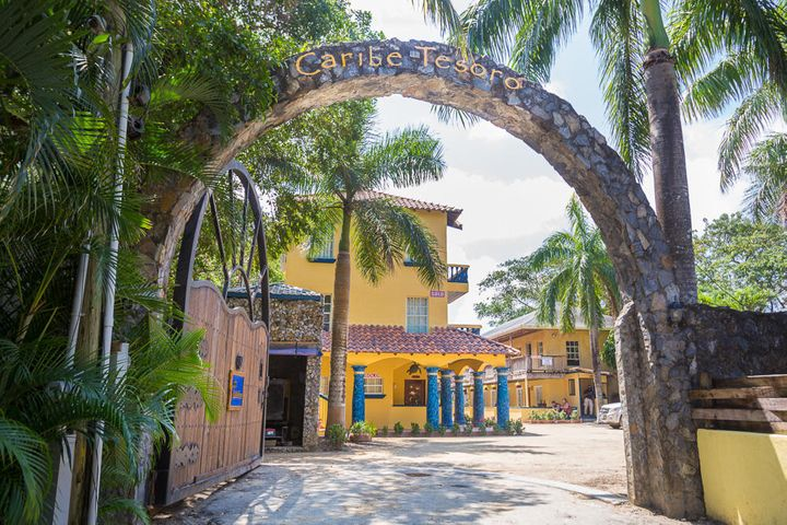 Welcome to Caribe Tesoro, a beachfront Resort located on West Bay Beach