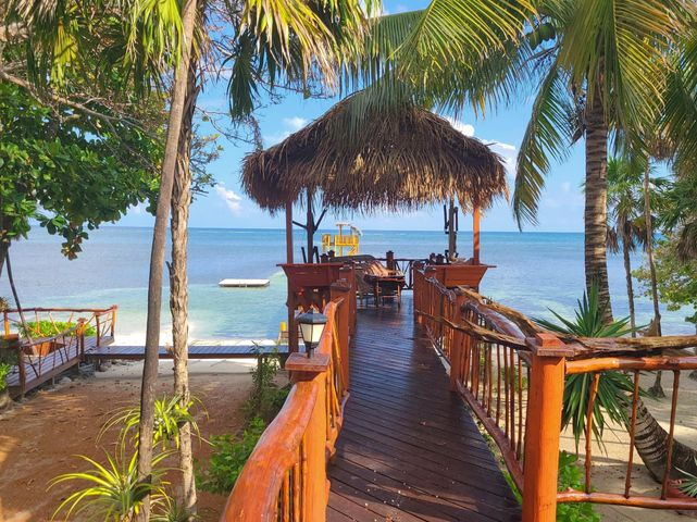 Sand Beachfront, Never Winter Resort – White, Roatan,