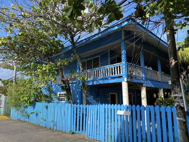 Main St. Apartments, Landlords Dream, No Vacancies!, Utila,