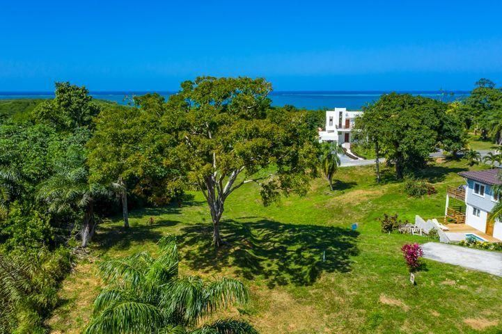Coral Views Village, Ocean View Lot 10 & 11, Roatan,
