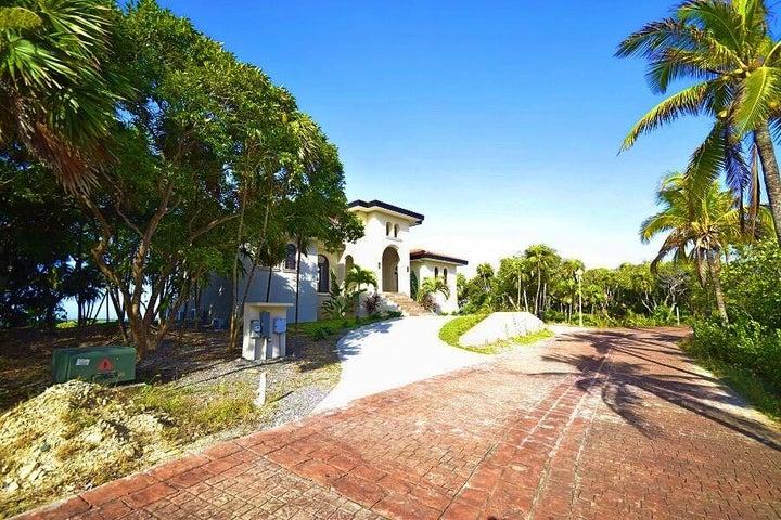 Modern Built Home, Oceanfront 3 bed-3 bath, Roatan,