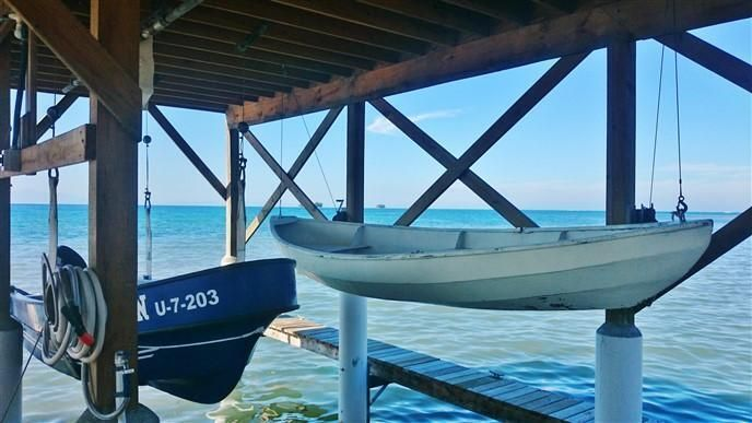 Pine Point Home with Dock, Utila,