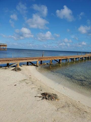 Milton point, 0.52 acre lot near the beach, Roatan,