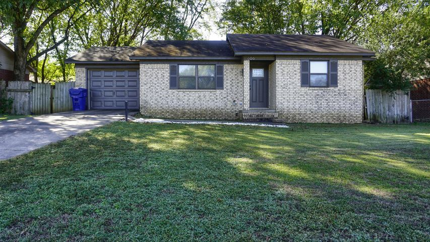 606 Valley Drive, Russellville, AR 72802