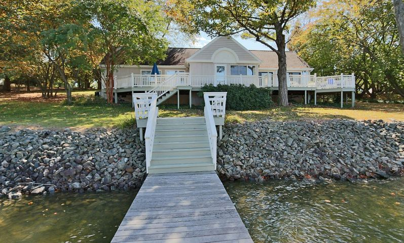 424 Lake Point DR, Penhook, VA 24137
