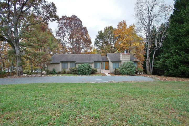 45 Travers CIR, Moneta, VA 24121