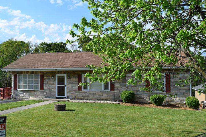 BEAUTIFULLY MAINTAINED HOME WITH SHADE TREE IN FRONT YARD