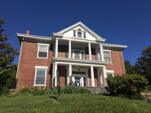 1015 1st ST SW, Roanoke, VA 24016