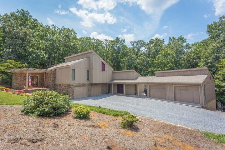 5244 FALCON RIDGE RD, Roanoke, VA 24018