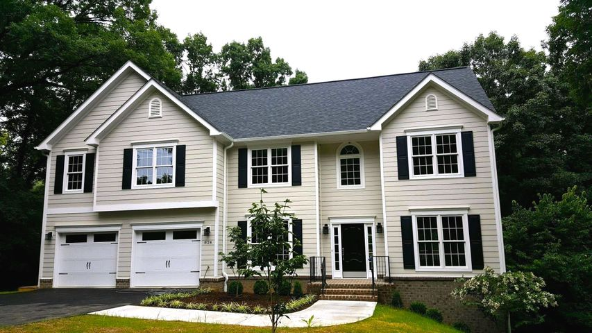 7200 Nandina DR, Roanoke, VA 24018