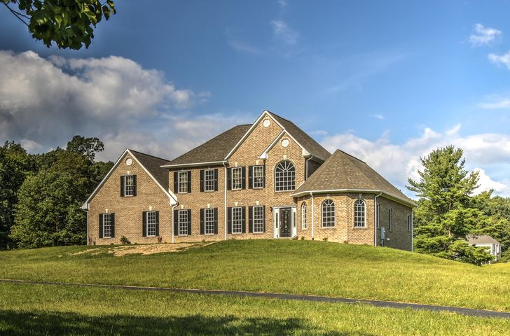 110 Cobble LN, Bent Mountain, VA 24059