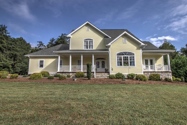 98 Freeboard DR, Moneta, VA 24121