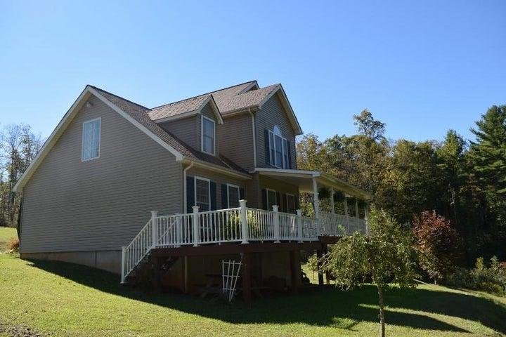 543 Black Forest RD, Floyd, VA 24091
