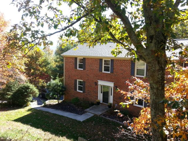 2762 Summit Ridge RD NE, Roanoke, VA 24012