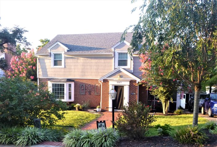 1643 Center Hill DR SW, Roanoke, VA 24015