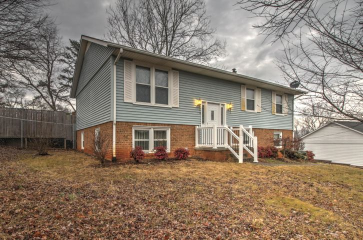 1602 INDIAN ROCK RD, Roanoke, VA 24014