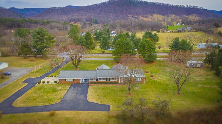 203 SOUTHWEST AVE, Buchanan, VA 24066