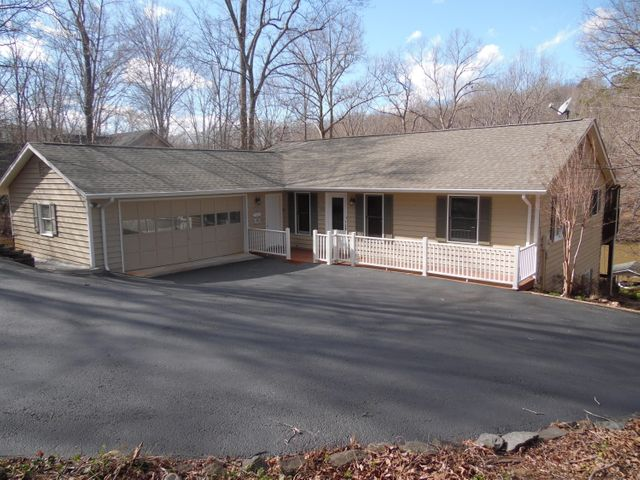 129 Charmwood CIR, Moneta, VA 24121